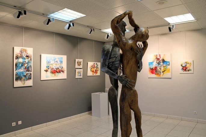 Sculpture de Philippe Pateau et toiles de Léo Toste